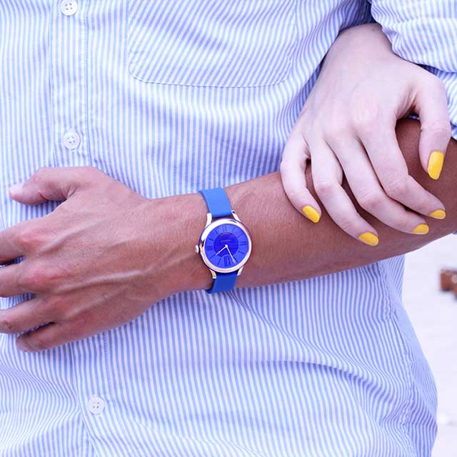Man wearing a blue timepiece from the Fabergé Flirt Collection.