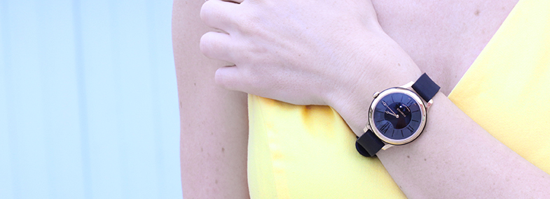 Woman wearing The Fabergé Flirt timepiece with a black lacquer middle ring from the Fabergé Flirt Collection.