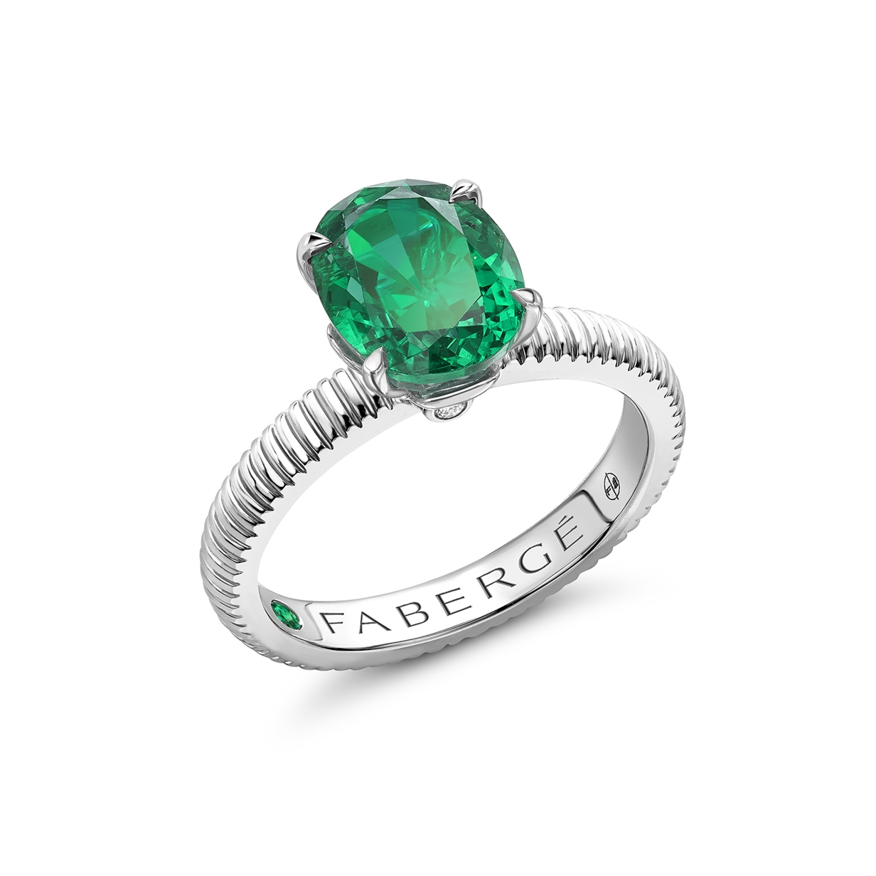 White Gold Emerald Fluted Ring Fabergé