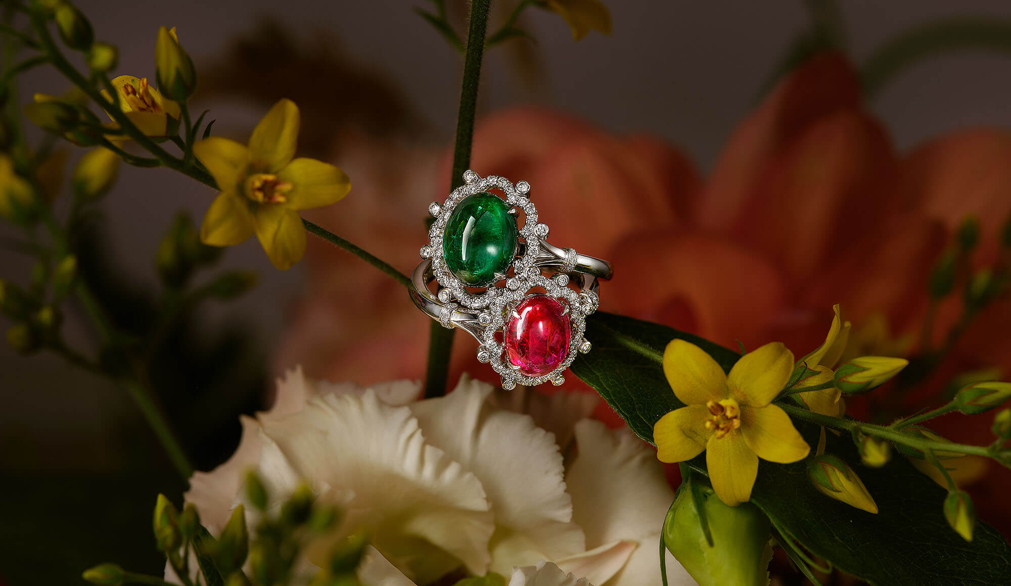 Woman's hand wearing a demantoid garnet and white diamond ring – Fabergé demantoid garnet white fire ring